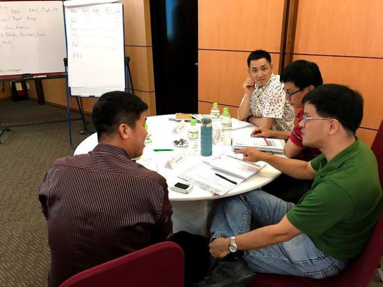 Học viên học về công cụ Agile Scrum tại khóa học Agile Scrum Workshop của ECCI Việt Nam