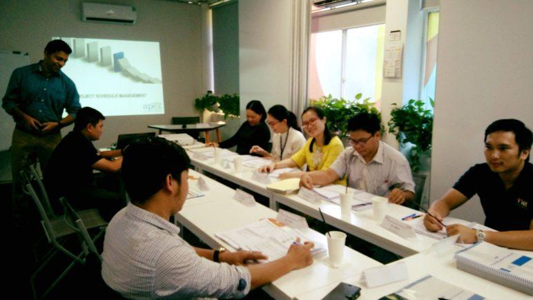 học viên trong khóa học Quản lý dự án chuyên nghiệp - Tiếng Anh