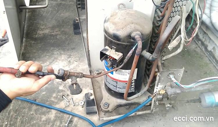 Nếu tụ điện bị hỏng máy lạnh sẽ không thực hiện khởi động được lốc, dẫn tới điều hòa không mát