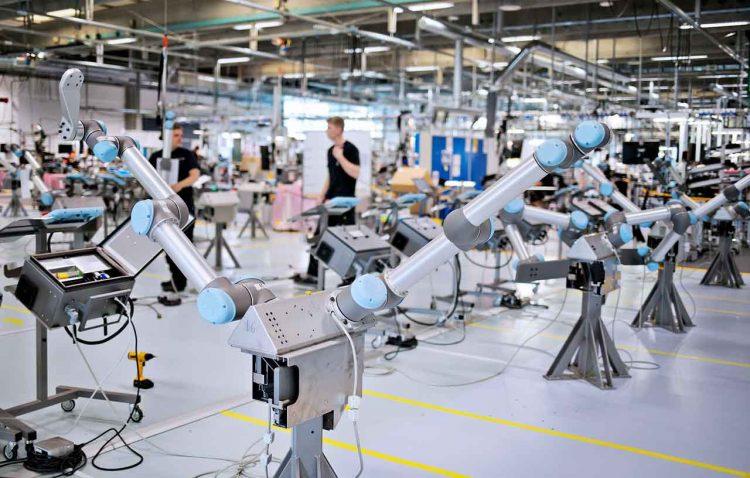 sử dụng rô bốt công nghiệp nâng cao an toàn cho người lao động