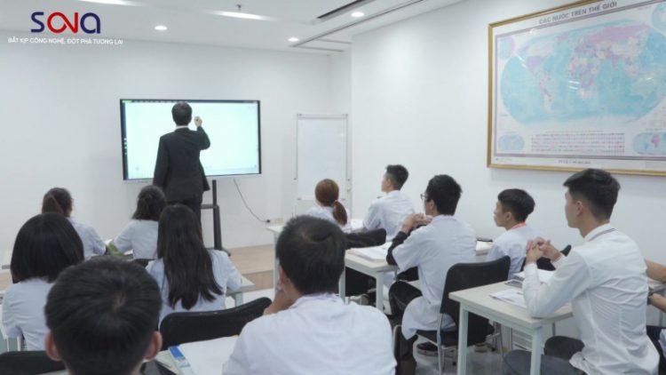 Ứng dụng màn hình tương tác 75 inch vào học tập