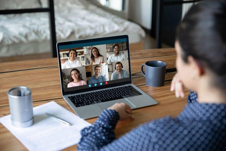 Tính năng cộng tác và tích hợp sẵn Skype